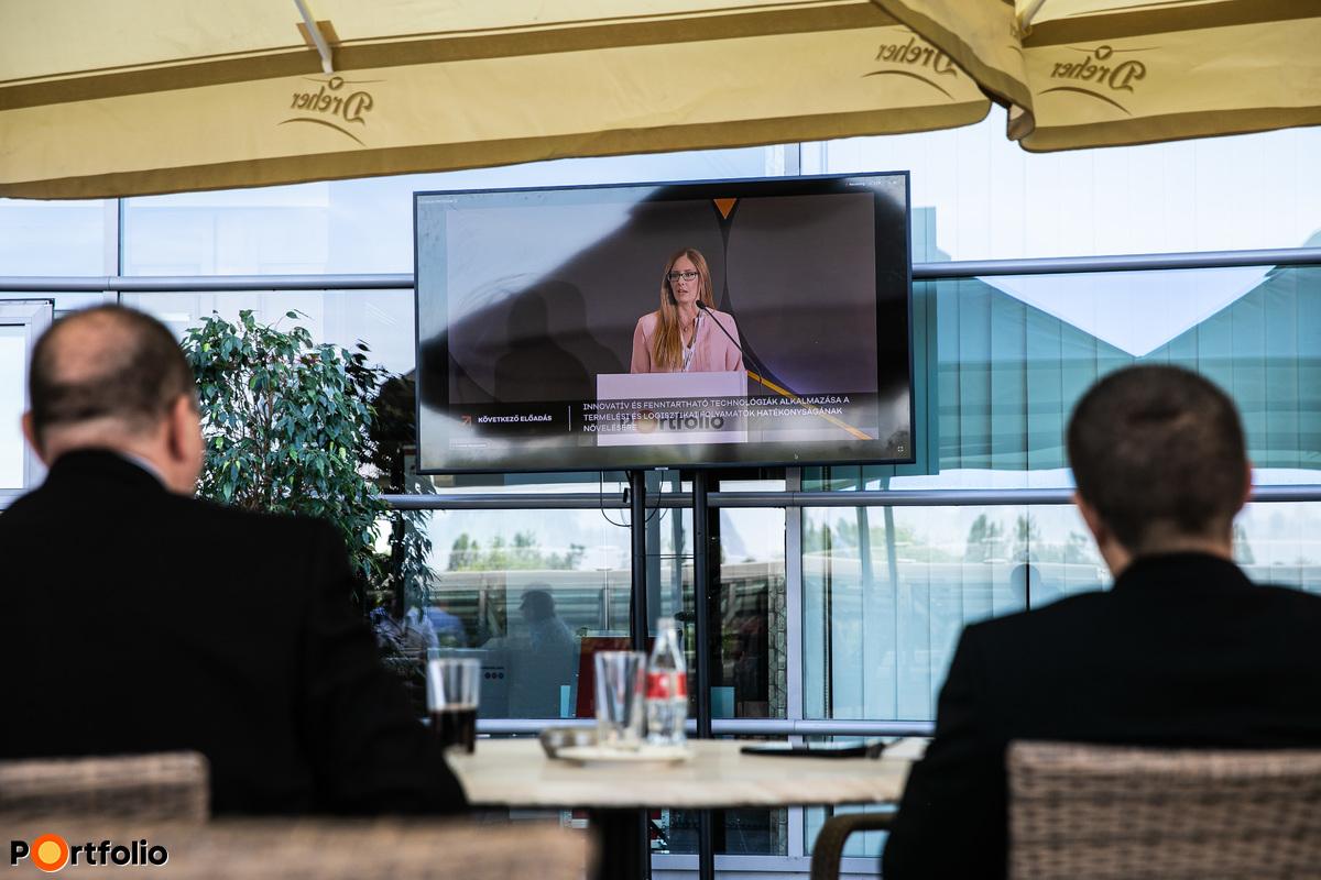 Résztvevőink a szálloda teraszán is követhették a szakmai programot