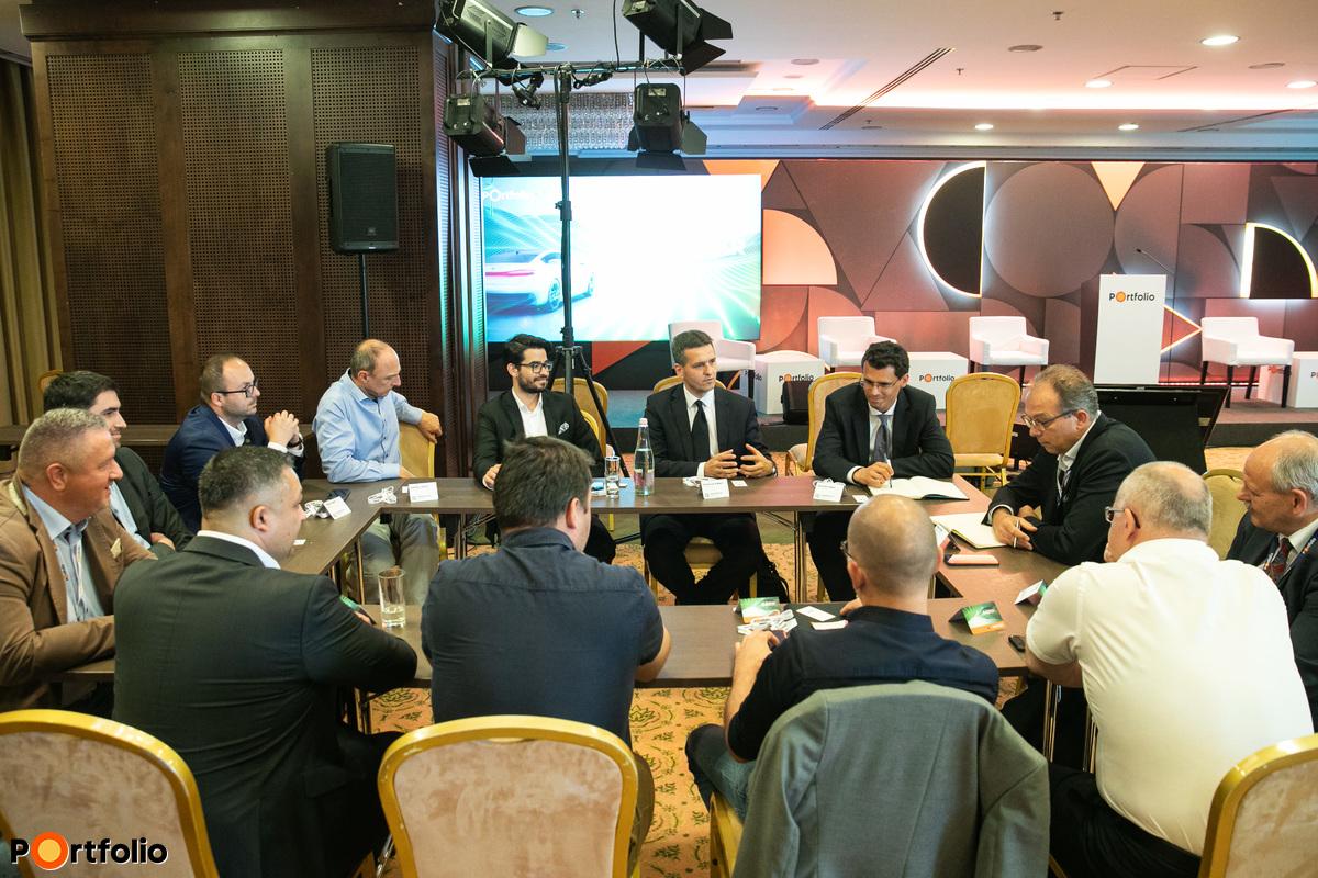 OFFLINE 2. asztal: Ipar4.0 – Ki hogyan csinálja? Vállalati tapasztalatok és jó gyakorlatok megosztása. Témavezető: Rigó Zoltán (SUA Manager, Sheldon Invest Kft.)