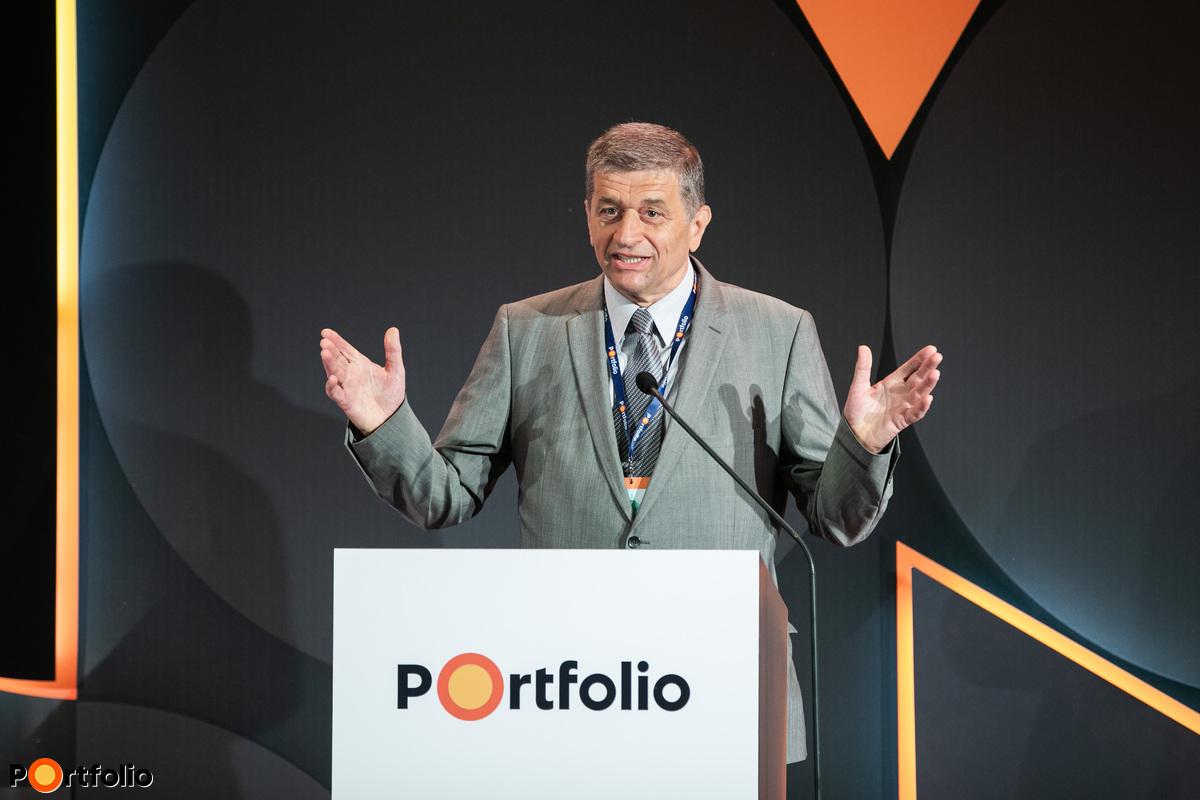 Kilián Csaba, a Magyar Gépjárműipari Egyesület ügyvezető főtitkára is köszöntötte a résztvevőket