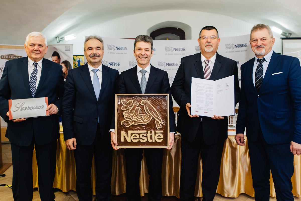2018-ban a Nestlé átadta a Szerencsi csokoládé védjegyét a Szerencsi Bonbon Kft.-nek. A képen balról jobbra: Takács István Szerencsi Bonbon Kft., Dr. Nagy István agrárminiszter, Noszek Péter Nestlé Hungária ügyvezető, Nyiri Tibor Szerencs polgármestere, Koncz Ferenc országgyűlési képviselő