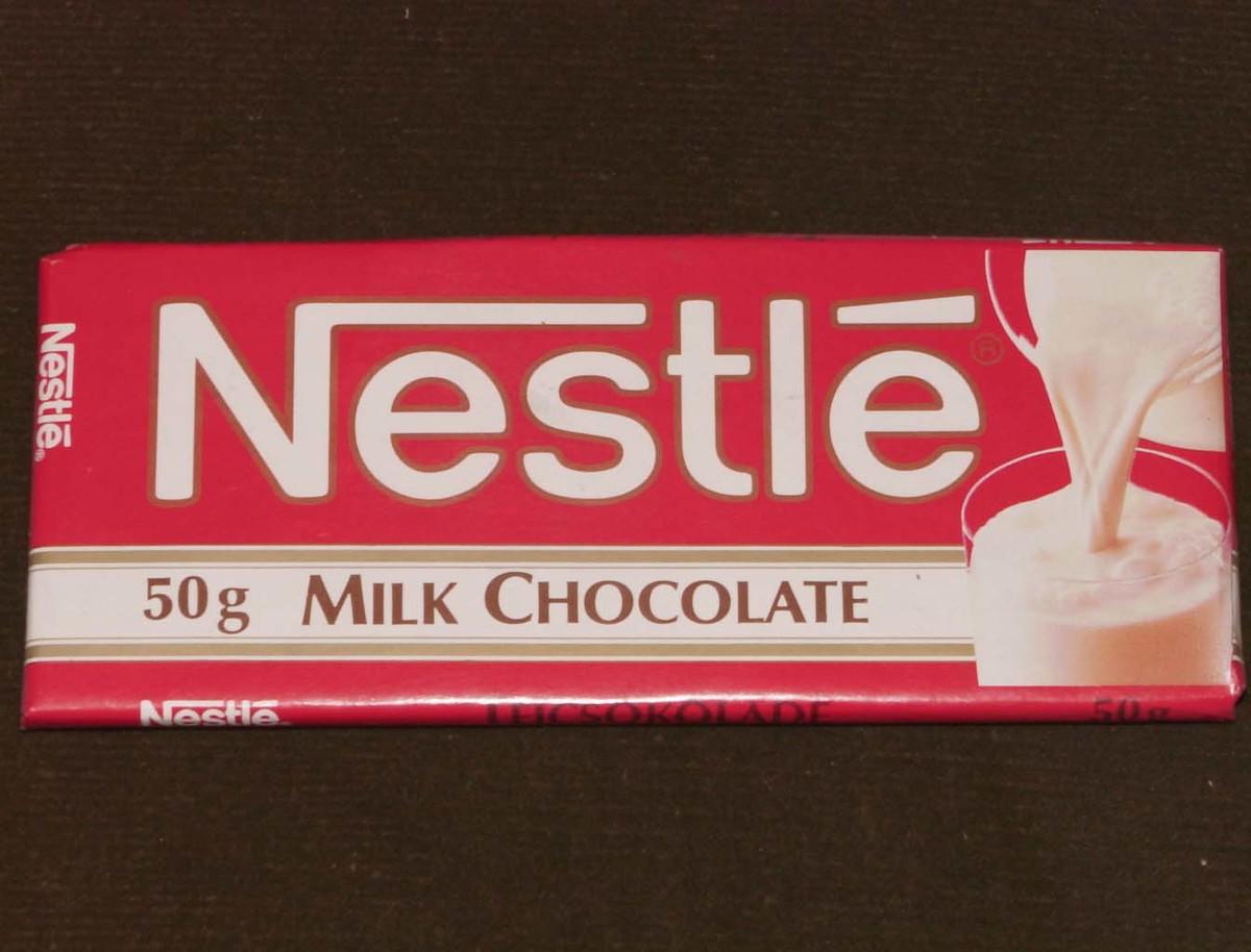1989-ben megkezdődik az első Nestlé piros táblás csokoládék gyártása Diósgyőrben