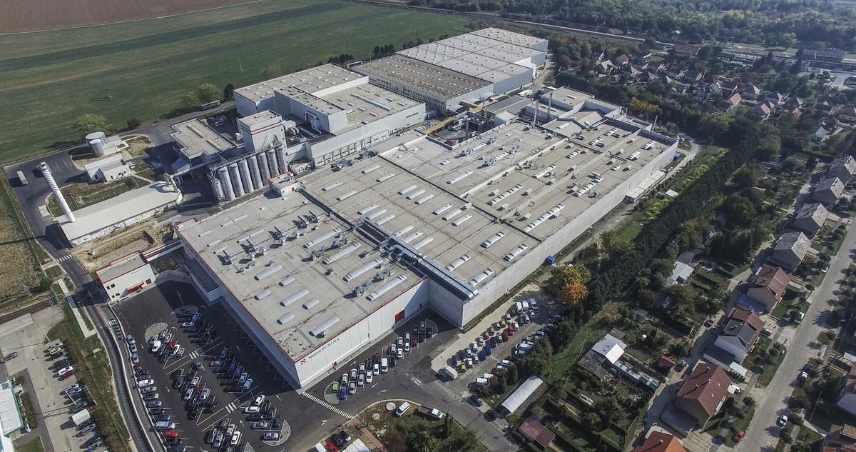 A Nestlé 1998-ban vásárolja meg a büki Darling állateledelgyárat. A büki PURINA® gyár az előző húsz évben a Nestlé állateledelgyártásának kelet-közép-európai központjává fejlődött, ahonnan naponta több mint 70 kamionnyi állateledel indul útnak a világ 50 országába.