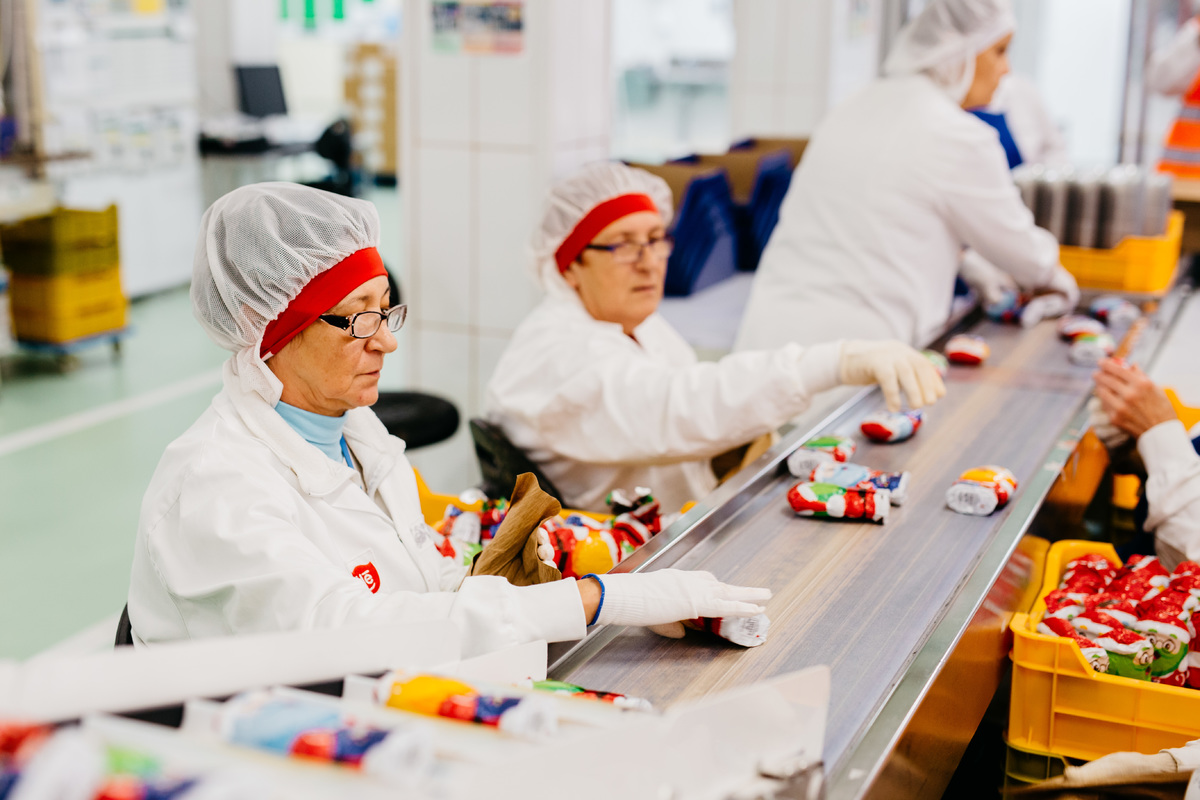 Szerencsi gyárukban kakaó- és kávétermékeket, Diósgyőrben üreges csokoládéfigurákat, Bükön PURINA® állateledeleket állítanak elő.