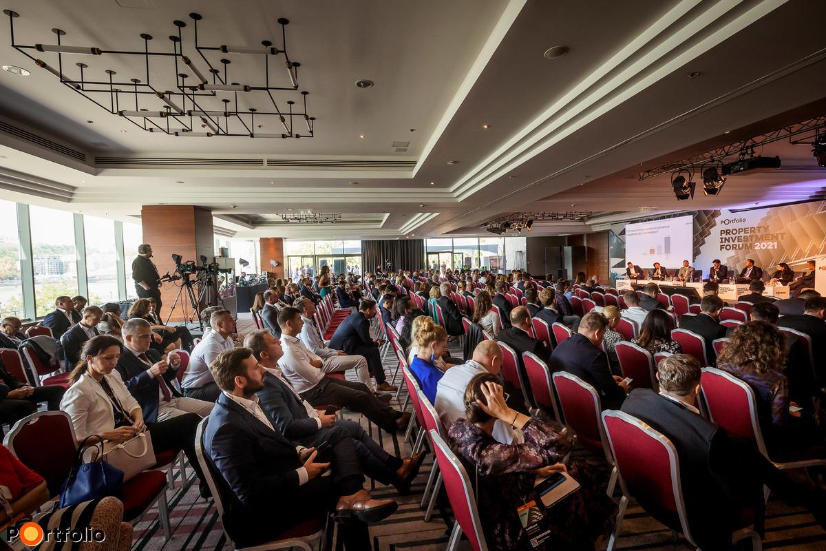Több, mint 600 fővel került megrendezésre a Property Investment Forum 2021 hibrid konferenciája. A megszokott magas szakmai színvonal a helyszínen és a virtuális térben is.