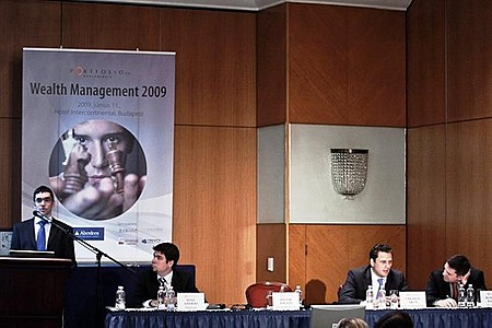 Bozsik Balázs (Erste Befektetési Zrt.), Sárándi Ákos (QUANTIS Investment Management Zrt.- BROKERNET csoport), Benczédi Balázs (ING Alapkezelő), Somi András (Portfolio.hu)
