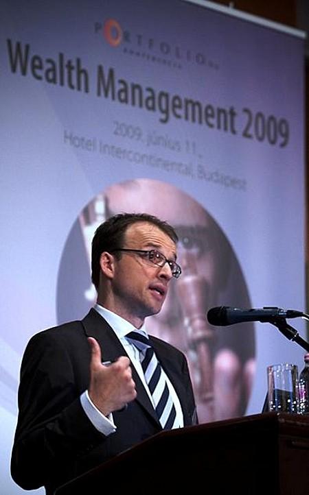 Dr. Markus Thomas (regionális igazgató, STOXX Ltd.)