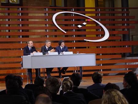 Kai-Uwe Ricke és Thierry Breton egy asztalnál