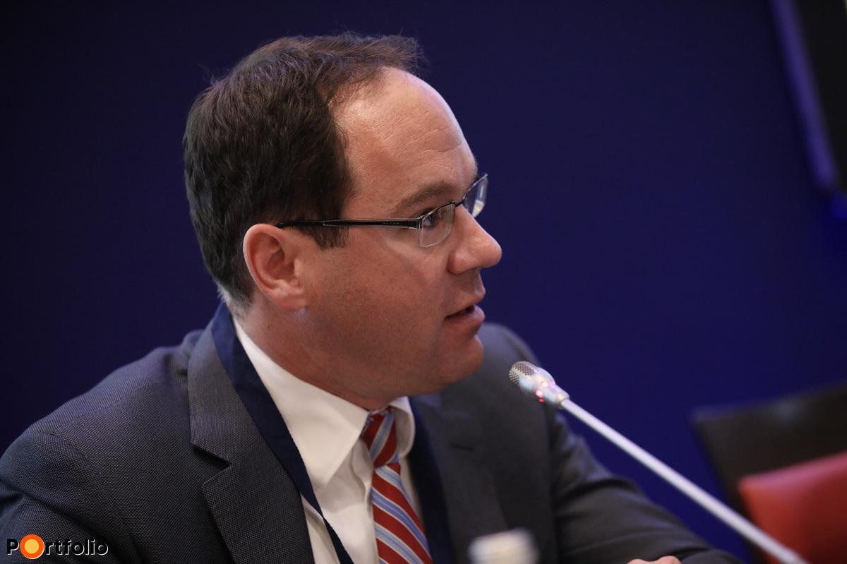 Simák Pál, vezérigazgató, CIB