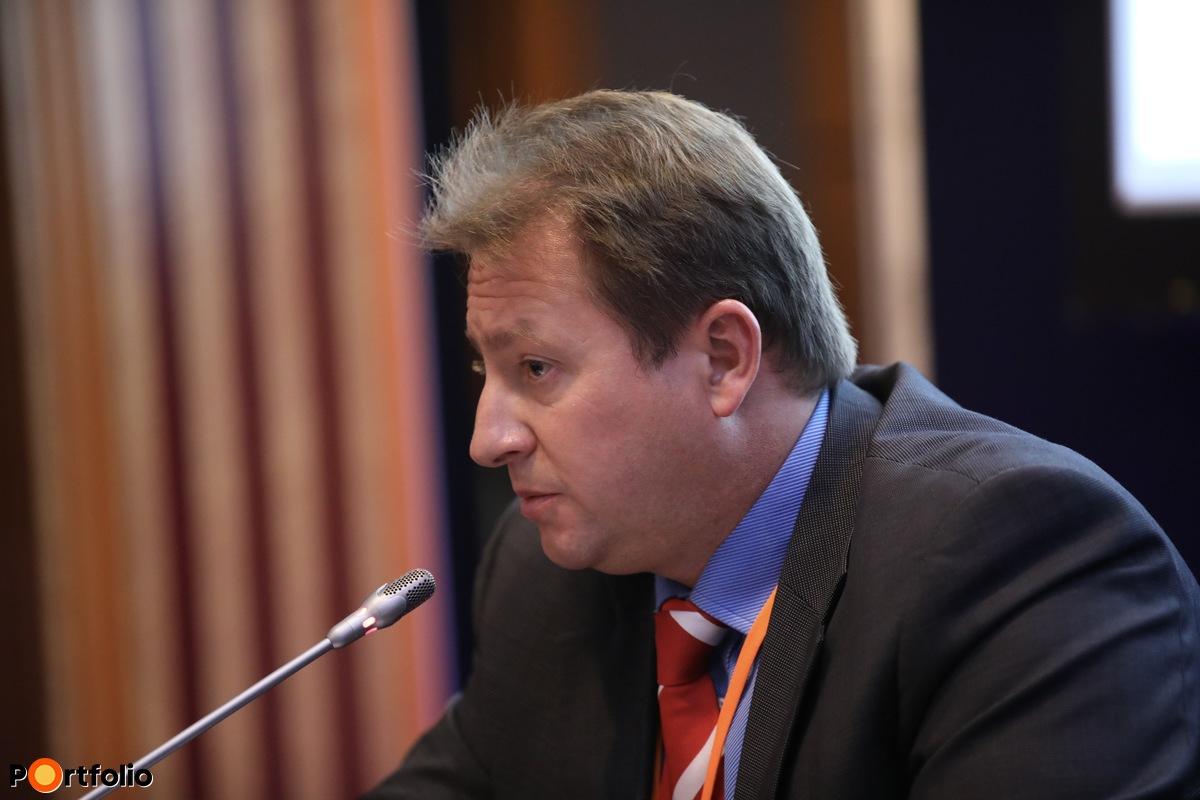Dr. Zsolnai Gábor, vállalati egészség- és személybiztosítások értékesítési igazgató, UNION és Vienna Life Biztosító