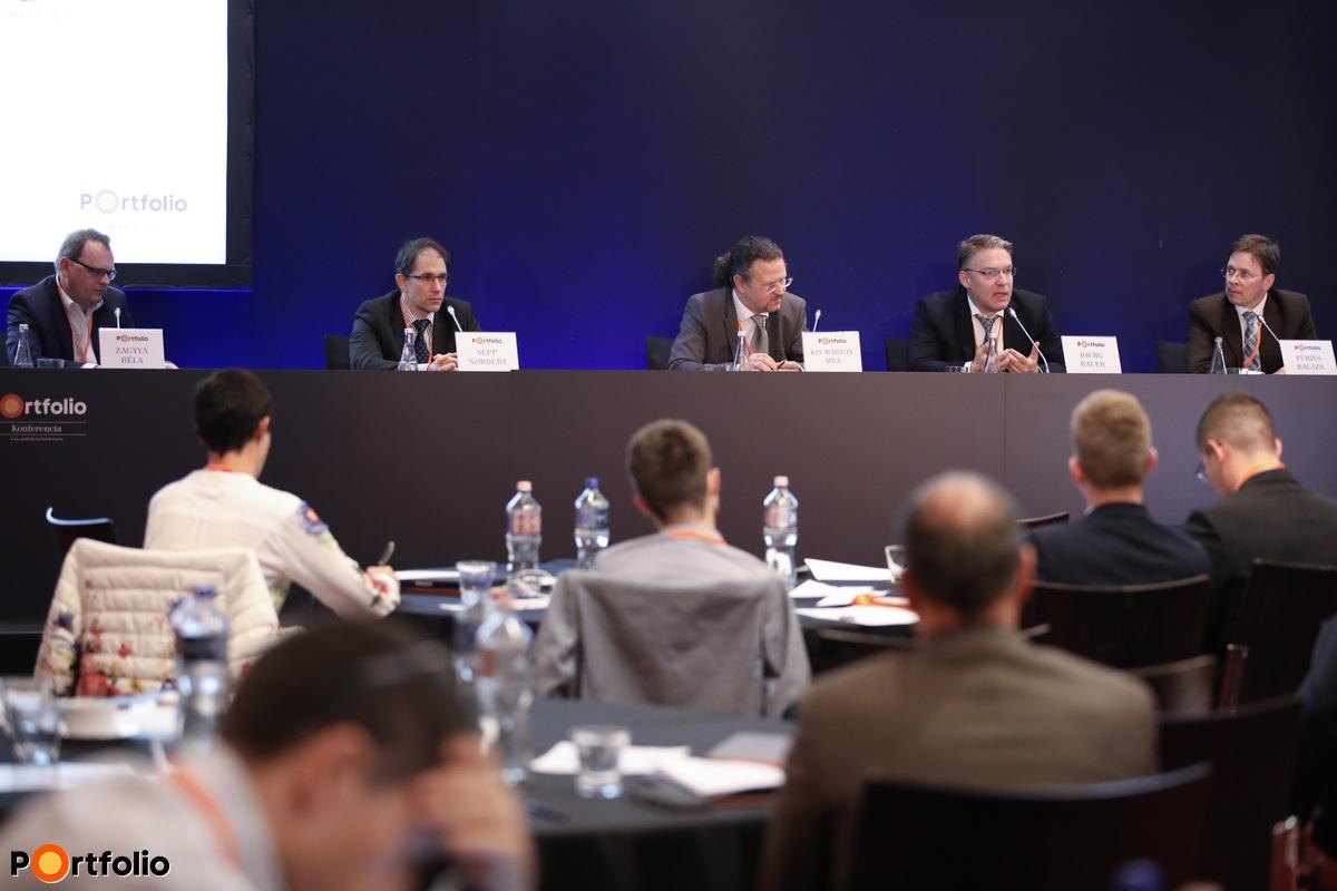 Panelbeszélgetés: Innováció, digitalizáció, technológiai forradalom az egészségügyben