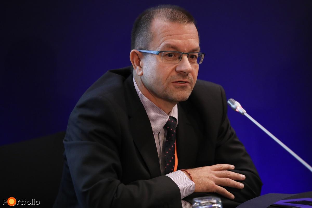 Dr. Takács Zoltán, igazgatósági tag, FŐNIX-MED Zrt.