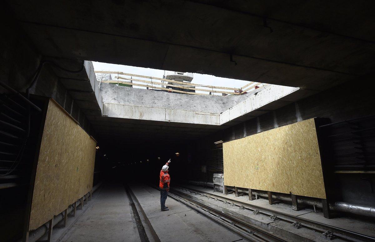 Anyagkiadó nyílás a 3-as metróvonal felújítás alatt lévő Újpest-központ és Újpest-városkapu közötti alagútjában. MTI Fotó: Máthé Zoltán