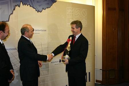 Draskovics Tibor gratulál Szalay-Berzeviczy Attilának