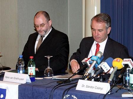 Az eladó is elégedett (jobbra: Hans van Griethuysen)