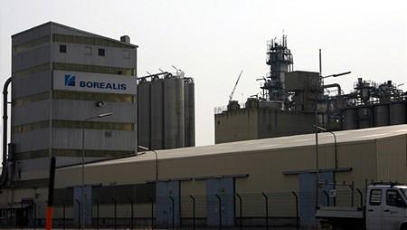 Borealis gyár a finomítói mellett