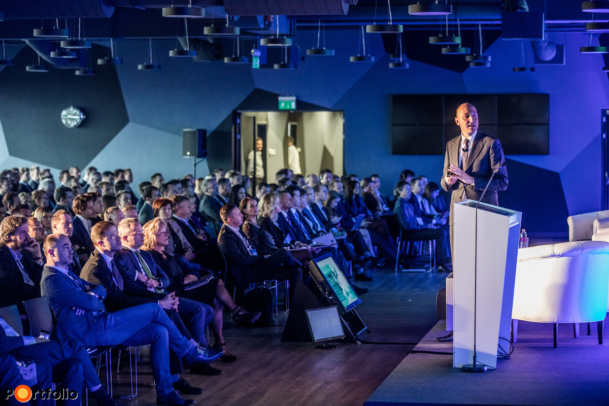 Jos Tromp MRICS (vezető igazgató, EMEA régió piackutatási vezető, CBRE): Nyitó előadás - Csúcson a piacok - valóban ott vagyunk?