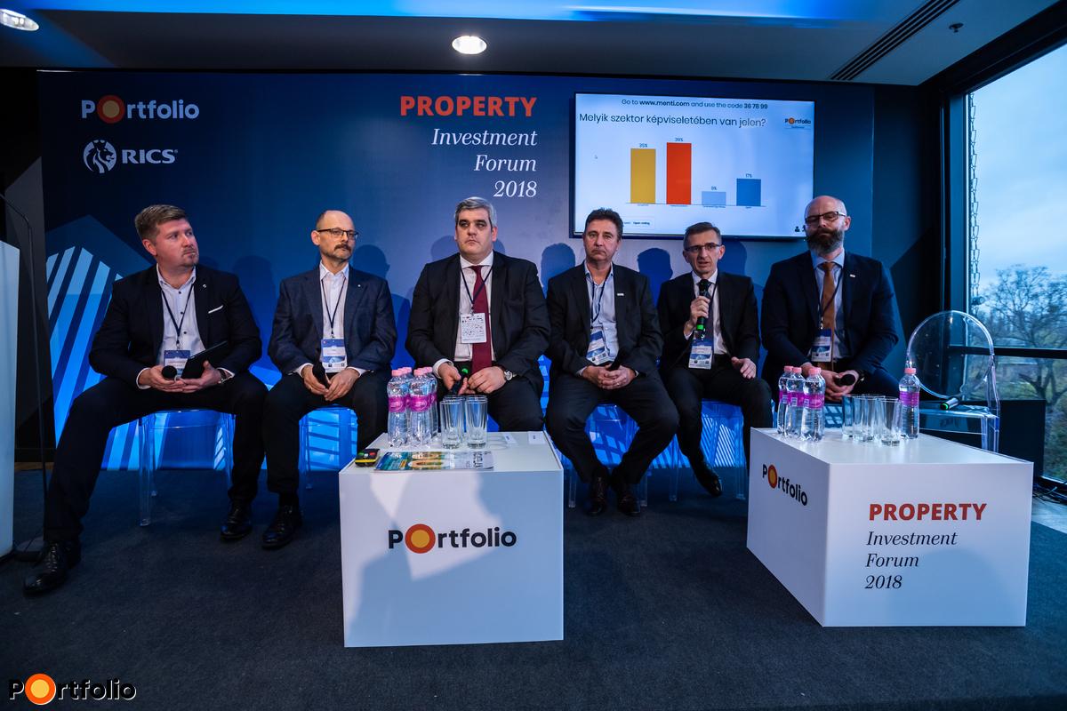 FM+PM: Ahol a PropTech és a robotok már átvettek munkákat. Mi a következő lépés? Beszélgetés résztvevői: Zátonyi Lőrinc (igazgató, speciális projektek, STRABAG Property and Facility Services), Szij Csaba (vezérigazgató-helyettes, B+N Referencia Zrt.), Pölcz Csaba (Régióvezető HU/RO/BG, Uponor), Prosits Attila (Business Development Manager - Property Management, Gránit Pólus), dr. Mitnyan György (vezérigazgató, Főtáv) és a moderátor, Rézsó István (Head of Business Development, Cushman & Wakefield)